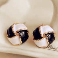 Wholesale Simple Earrings Free Korean jewelry fashion K gold earrings earrings earrings spiral black and white oil