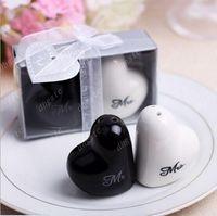 Wholesale Hot Mr and Mrs heart shaped Ceramic Salt Pepper Shakers Wedding bridal shower Favors gifts