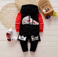 Pantalon court d'été Prix-2016 été et automne nouveau style de costumes enfants pur coton 2pcs / sets ensemble long manteau de bande dessinée de douille et pantalon avec des pantalons courts.