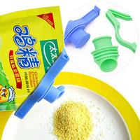 Wholesale 2pcs Reusable sealed bag clip sealing the discharge nozzle for prevent Moisture vacuum food fresh keeping kitchen gadgets