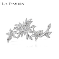 Wholesale LA PASION BRAND Fashion Shawl Accessories Luxury Clear CZ Stones Wedding Flower Brooch for Womwen Bridal Brooch Bouquet Jewelry