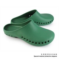 Wholesale Surgical operating room slippers slippers laboratory female nurse shoes labor insurance shoes The doctor hole shoes