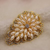 Wholesale Luxury women s Brooch Vintage Pearl Brooch High grade gold Rhinestone Jewelry party accessories