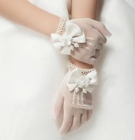 Wholesale Hot Children Gloves Hollow Out Pearl Flower Bowknot Finger Gloves Child Girls Floral Butterfly Mittens Kids Wedding Party Accessories Beige
