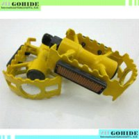 Wholesale best selling foldable bike pedal in yellow aluminum non slip pedal suitable for all mountain bike road bike folding bike