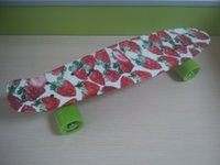 Wholesale 22 inchs Long Good Quality Hydrographics Transfer Printing Strawberry Pattern Mini Cruiser Skateboard Retro Fish shaped Board