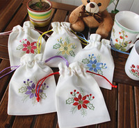 Wholesale Embroidered sweet bursa bag empty sachets Chinese medicine bags of dried flowers bag Christmas flower small gift bag pocket beam can be cust