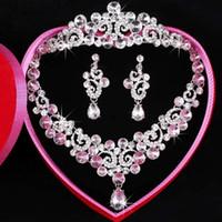 Vente chaude robes nuptiales tiaras Crystal Earbob Tiaras de mariage Crystal Collier ensemble complet Emballage exquis Images réelles Belle