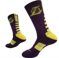 Wholesale Custom colorful design high quality elite mans thick cushion sole basketball socks super fashion cool man sports socks