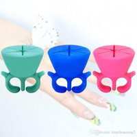 Wholesale 2016 New Hot Selling Soft Silicone Finger Wearable Nail Polish Bottle Holder Creative Nail Beauty Tool Stand For Manicure Tools