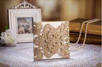 al por mayor invitaciones pliegues-la flor del cordón de oro corte del laser invitaciones de la boda de alta calidad dobló papel hizo las tarjetas de RSVP de la novia tarjetas de invitación accesorios
