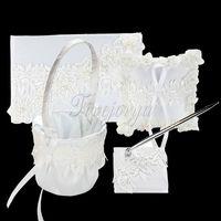 Blanc en dentelle de fleurs en satin ruban bow Guest Book plume ensemble oreiller panier de fleurs pour décorations de mariage