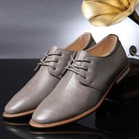 al por mayor para hombre del estilo de moda-Breves simples italianos Zapatos de vestir zapatos de cuero para hombre de la calidad Oxford partido del negocio de la moda para hombre elegante estilo británico de costura de moda atan para arriba