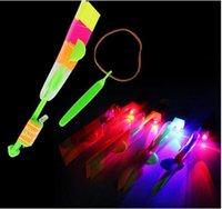 El más reciente Juguetes para niños que sorprende el helicóptero de la flecha del vuelo para el regalo divertido de Deportes Slingshot fuentes de la fiesta de cumpleaños para niños
