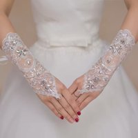 Wholesale Hot Sale Fashion Cheap White Rhinestone Bridal Gloves Fingerless Hollow Lace Beaded Wedding Gloves Accessories Q07