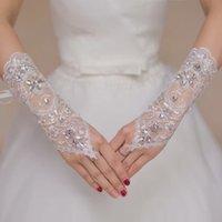 al por mayor fingerless wedding gloves white-Venta caliente de la manera guantes blancos baratos Rhinestone nupcial boda guantes sin dedos hueco del cordón de cuentas accesorios de Q07