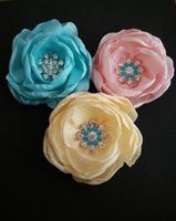 Wholesale custom bride flower brooch with crystal colors available wedding women boutonniere corsages