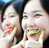 Wholesale Charming Smile Maker Mouth Corrector Smiling Expression Exercise Raise Angulus Oris Face Lift Massager Smiling Practice Tool with box