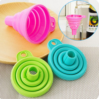 Wholesale Kitchen Gadgets Portable Tool accessories Silicone Collapsible Style Funnel Mini Foldable Folding funnel