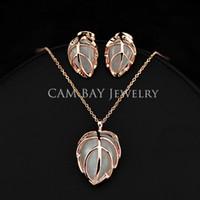 achat en gros de s boucles d'oreilles en forme de collier-Alliage d'or 18K Plaqué Imitation Opal feuilles de pierre Boucles d'oreilles de forme et bijoux collier pendentif Parti du Set Femmes Cadeaux