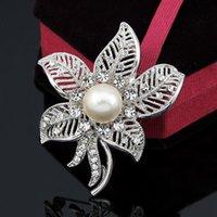 animal crossing new leaf - Free postage new fashion luxury diamond maple leaf brooch pearl brooch dual scarf buckle brooch manufacturers