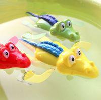 al por mayor cocodrilo juguetes-Nueva mecánica de viento de hasta lindo cocodrilo Kid natación del bebé del favor del tiempo del baño del juego del juguete