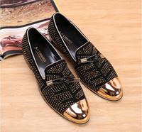 al por mayor hombres auténticos mocasines de cuero-2017 Moda Casual Zapatos Formal Para Hombres Negro De Cuero Genuino De La Borla Hombres De La Boda Zapatos De Oro Metálico Mens Tachonado Mocasines