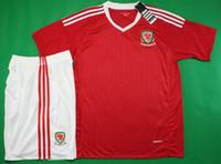 16 17 Gales conjuntos de fútbol camiseta de fútbol roja principal Tailandia calidad de diseño cortos uniformes deportivos al aire libre de la manga de los kits del fútbol de invierno para adultos