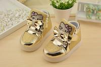 Les nouveaux bébés chauds ont mené des enfants légers de chaussures légères de sports d'enfants antidérapants des enfants des baskets d'enfants de sneakers de bande dessinée des chaussures de kitty 21-30