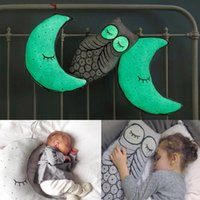 Venta al por mayor-Resplandor en la noche oscura almohada de la luna de la luna almohadillas rellena juguetes rellenos para la cama de bebé Appease Dolls regalo de Navidad de cumpleaños