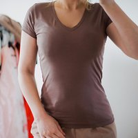 Venta al por mayor de alta calidad V-cuello 15 color de caramelo de algodón de algodón Basic T-shirt Mujer simple camiseta de algodón para mujer de manga corta 077