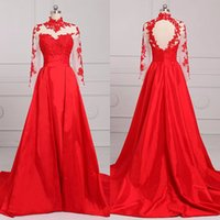 Nouveau Real Pictures Red Sheer Robe de soirée à encolure en doigt Illusion Pliss Backless Court Train Custom Made Illusion Long Sleeve Prom Gowns