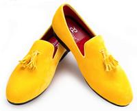 Precio de Hombres zapatos nuevos estilos-Zapato de terciopelo de los nuevos hombres con la borla del terciopelo Partido y los zapatos de vestido de los hombres de la boda Los holgazanes británicos de los hombres del estilo forman los planos de los hombres