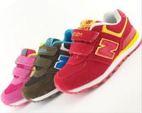 Los zapatos calientes de los niños de la venta calzan las zapatillas de deporte de los niños de N de la manera 4 calzan las zapatillas de deporte ocasionales del lazo del aro de los zapatos del deporte de la alta calidad 7 pares / porción Q0845