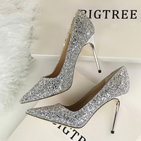 Wholesale Star in same slipper golden wedding shoe bride fine silver high heels with pointed sequined single woman shoes