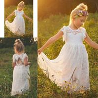 Compra Vestido de longitud completa niñas-Vestidos lindos de la muchacha de flor para las bodas de manga corta de encaje completo ojo de la cerradura de la longitud del tobillo Boho princesa comunión para los niños vestidos de noche