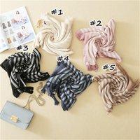 Bufandas / bufandas de las mujeres de la manera rayadas con el Pashmina llano Muñeca de los Hijabs del musulmán de Niza Impresión de los mantones de las borlas suaves de la venta caliente FS61787