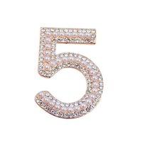 achat en gros de créateurs de bijoux de perles-Grossiste B40 N ° 5 perles CC style célèbre marque de luxe designer bijoux 2016 épingles Broche broches pour les femmes robe pull Lape Écharpe