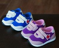 Los zapatos calientes del deporte de los cabritos de los zapatos de bebé de la venta calzan la zapatilla de deporte respirable del niño del bebé de los cabritos de la alta calidad de los zapatos del deporte del otoño de la primavera al por mayor Q0842