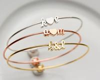 Meilleur cadeau d'anniversaire pour la mère 2017 bracelet populaire féminin design personnalisé lettre initiale charme bracelet bracelet en coeur bijoux en acier inoxydable