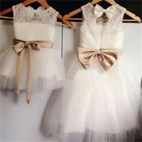 Wholesale New Real Flower Girl Dresses Bow Sashes Keyhole Party Communion Pageant Dress for Wedding Little Girls Kids Children Dress