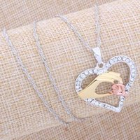 Wholesale Mother And Child Pendant Gift For Mom Golden Mom Charm Necklace Hand Heart Love Mom Family Crystal Necklace Jewelry