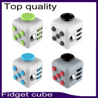 al por mayor compañero de silicona-Cubo de calidad superior 11color de Fidget con la caja al por menor el mejor botón mate del silicón cinco del tacto de la calidad 660070-1