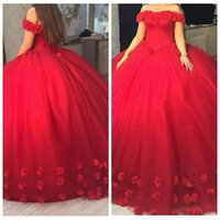 Acheter Robes de debutantes rouges-2017 Off the Shoulder Corset Fleurs Adorned Sweet 16 Robe Puffy Ball Gown Robes de fête Red Quinceanera Robes robe de debutante Prom