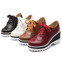 Tallas grandes 34-43 mujeres bombas de moda redonda dedo del pie con cordones tacones talón talón zapatos mujer negro blanco rojo marrón B7041901