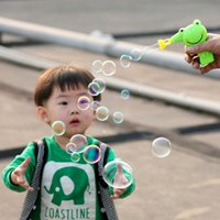 baby blowing bubbles - Random Color Blowing Bubbles Gun Outdoor Toys Kids Soap Bubble Blower Child Toy Baby Toy Gift Water Gun Good Package