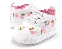 Los zapatos de los bebés florecen el pequeño bordado de la princesa los zapatos blancos rosados blancos de los zapatos de bebé de los zapatos del bebé de la venta al por mayor del ccsme aramex del otoño zapato