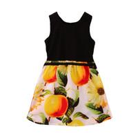 al por mayor vestido de la fruta de naranja-Las muchachas de calidad superior de las muchachas de calidad superior de la impresión de la fruta del negro de la impresión de la fruta se visten los niños de los puentes del verano que arropan los vestidos de la muchacha La venta caliente