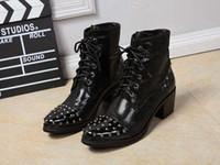 Aumento de la altura del tobillo de los zapatos de alta hombres Baratos-Tendencia Nueva Lujo Negro Alto Top Hombres Zapatos De Cuero Moda Encaje Hasta Remaches Encanto Altura Aumento De Bota De Tobillo Corto Para El Hombre Mostrar