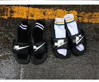 Precio de Hombres zapatos nuevos estilos-2016 Nuevo G-Dragon el mismo estilo calza los deslizadores de los hombres de las mujeres que las señoras sandalan los deslizadores famosos de la playa de los pares de los rasguños Negro
